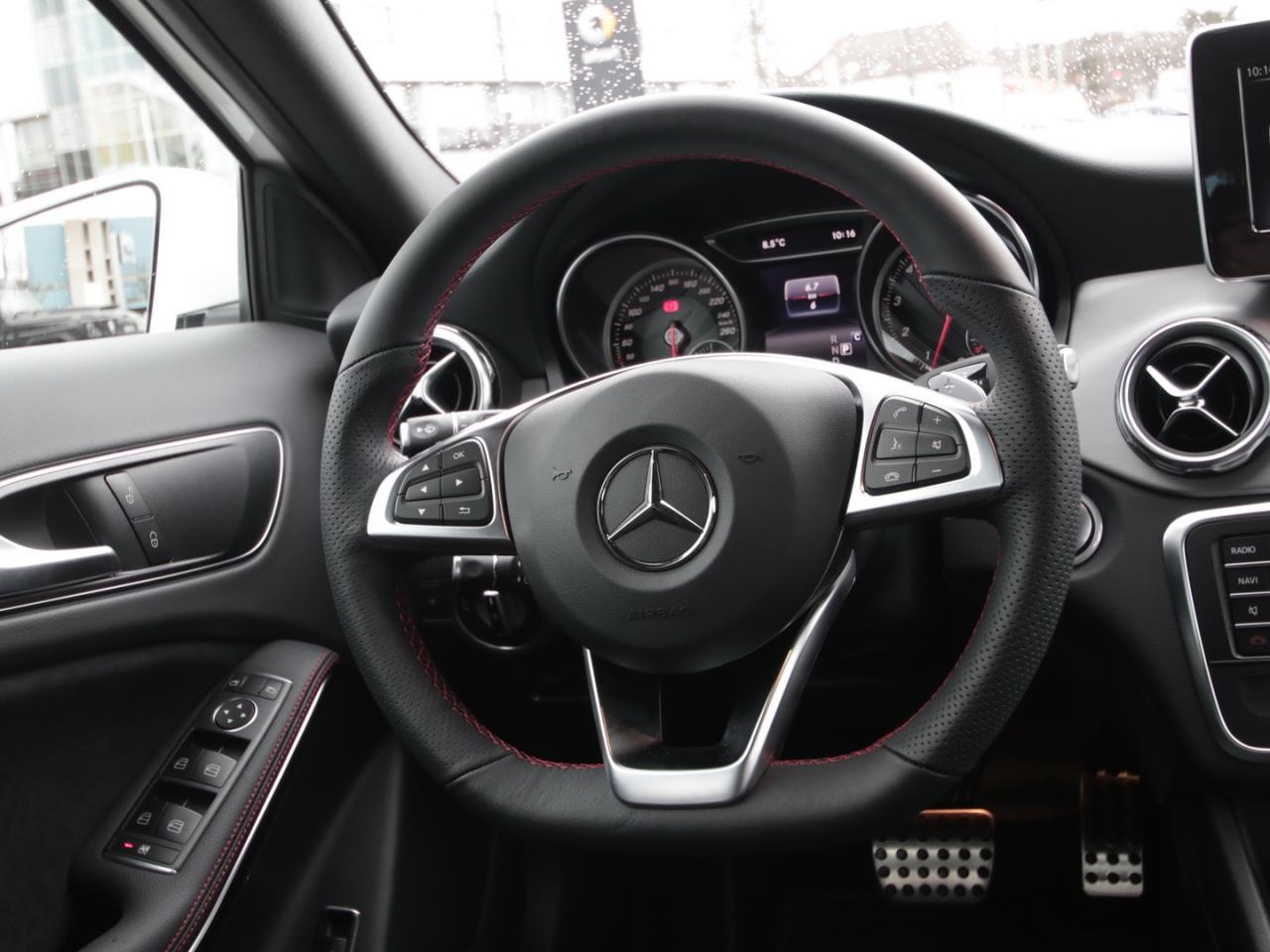 Mercedes-Benz GLA 200 Sport Utility Vehicle AMG Navi LED Kam.