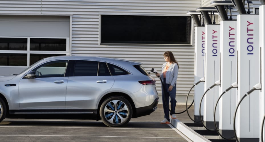 Mercedes-Benz EQC unterwegs laden
