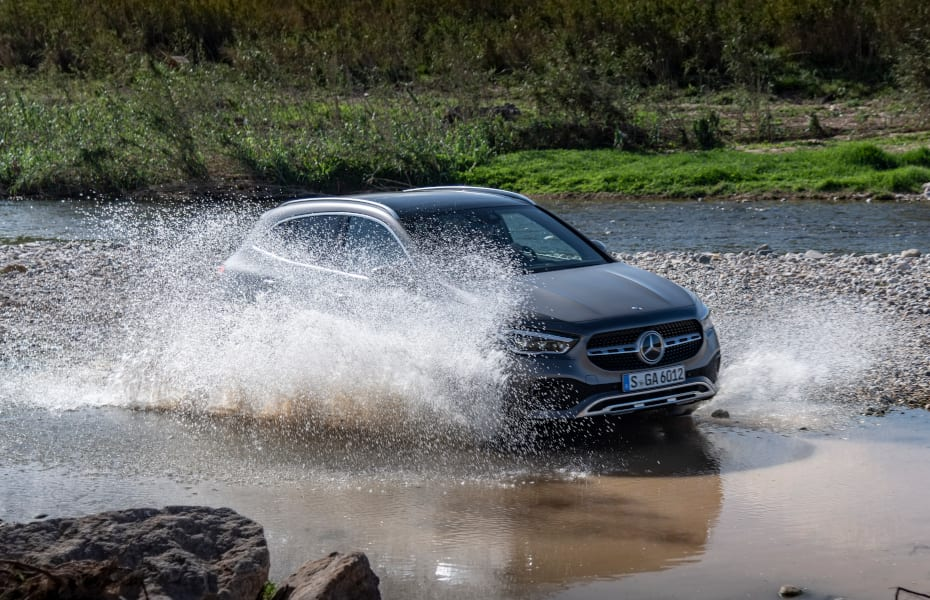 Mercedes-Benz GLA 220d mountaingrau magno